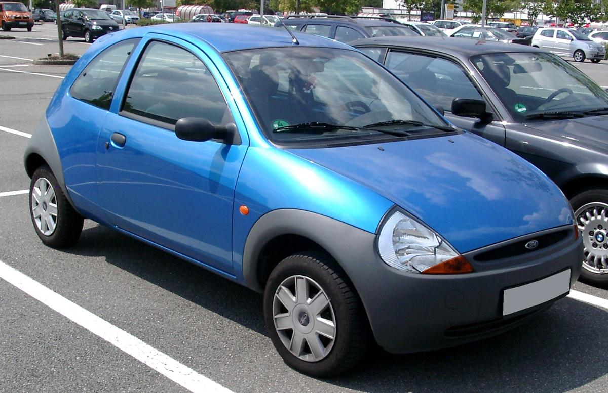 Une Ford Ka bleue